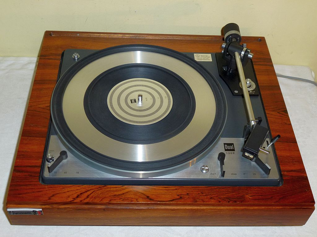 Dual 701 Turntable for Sale http://goldenageofaudio.blogspot.com/2012/06/dual-1209-turntable-for-sale.html