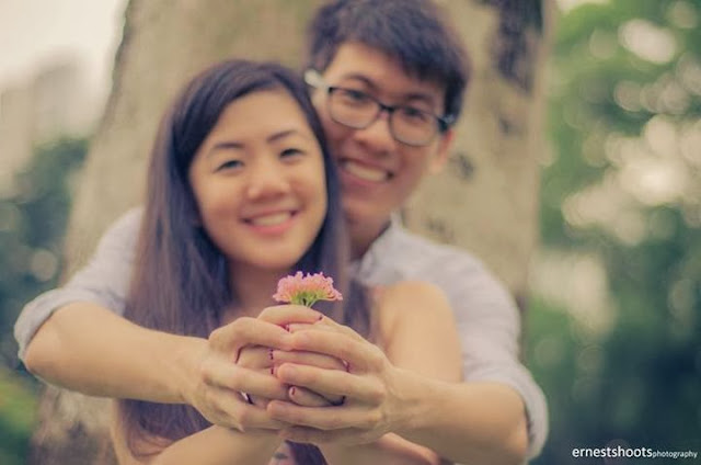Ernestshoots photography couple flower