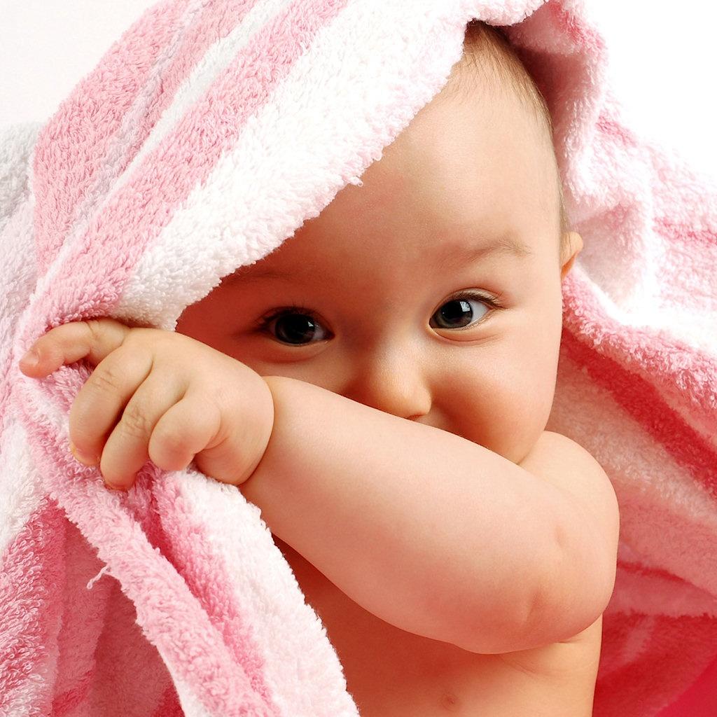 http://3.bp.blogspot.com/-HsKvP07JaFM/UCE_ij0VyZI/AAAAAAAAAOI/c3ViL962Ujg/s1600/peek_a_boo_baby_wallpaper-1024x1024.jpg