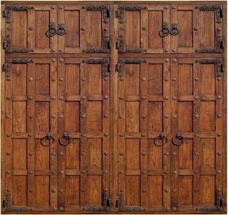 Fotos y dise os de puertas puerta de madera exterior for Disenos de puertas de madera para exterior