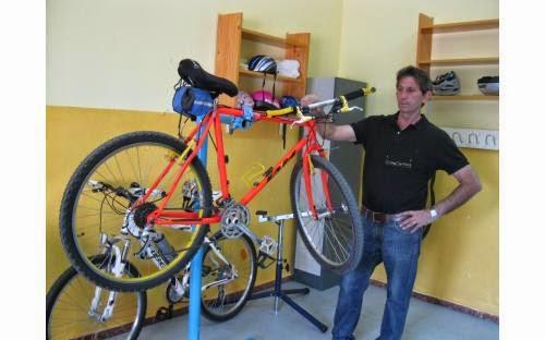 Enfermería de bicis en el colegio Perú