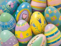 De yngsta övernattande gästerna får måla ägg.