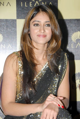 Actress Ileana in Hot Saree Photos