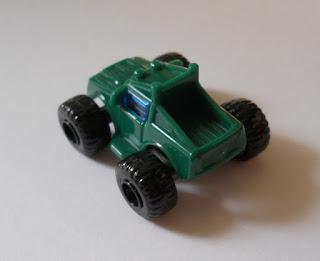 monster truck de regalo de un huevo kinder sorpresa