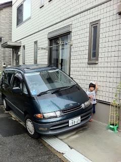 家のカースペースに大きいエスティマも駐車できるね