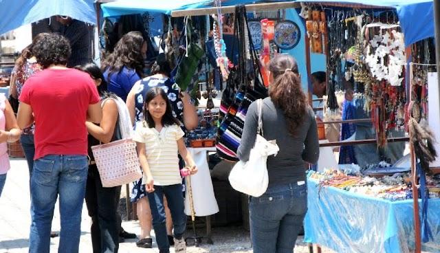 Caen ventas en tianguis de Xixintla por lluvias
