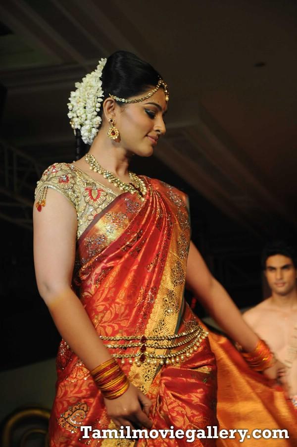 Sneha Latest Pics In Saree Fashion Show 8 Pics