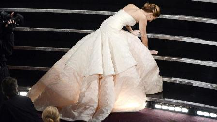 Jennifer lawrence trips and falls on her way accepting her Oscars Best Actress trophy [Photo: Getty Images]