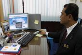 YB Datuk Mohammad Razi Kail tekun melihat  Web Blogspot Pesta Air Malaysia Port Dickson 2011