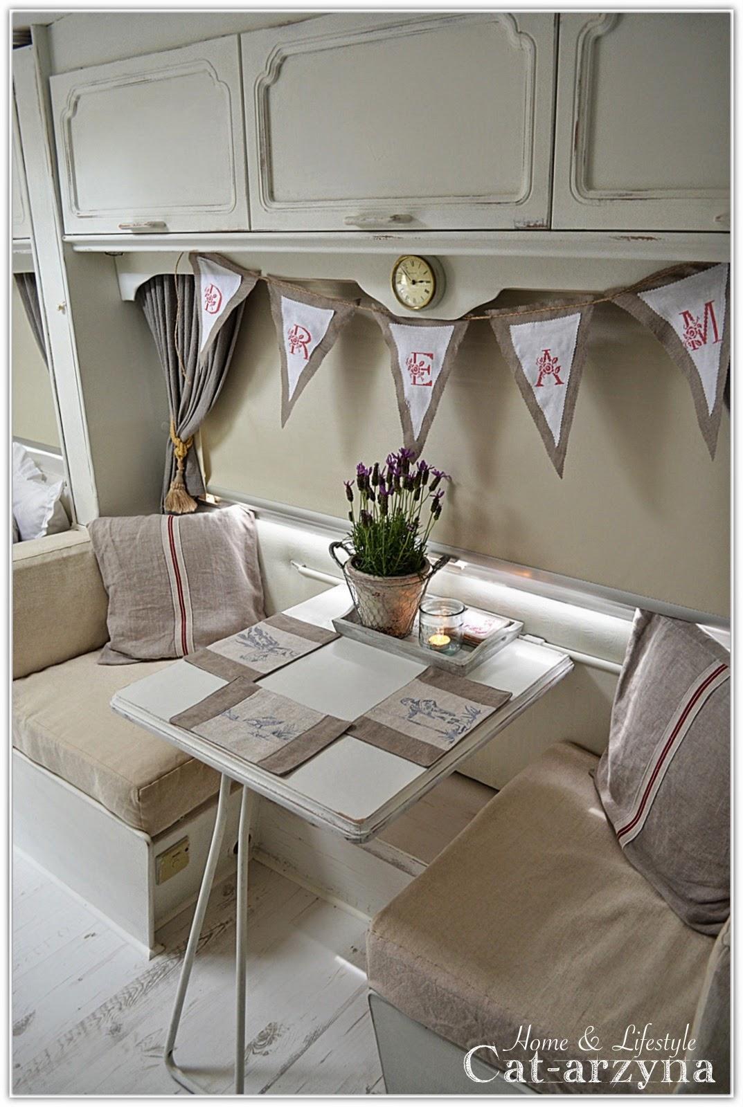 shabby and charme un meraviglioso shabby camper. Black Bedroom Furniture Sets. Home Design Ideas