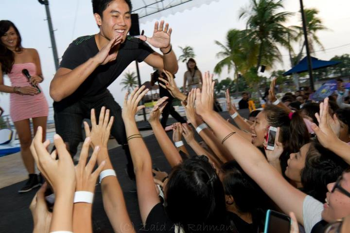 Discover nyp bringing the teehee to singapore ryan higa hi fiving the crowd image courtesy of zaids photographic journey m4hsunfo