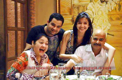 anushka+sharma+family+pictures-childhood-images.blogspot.com{1}