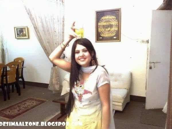 Desi Grls Doing Mujra Dance In Home