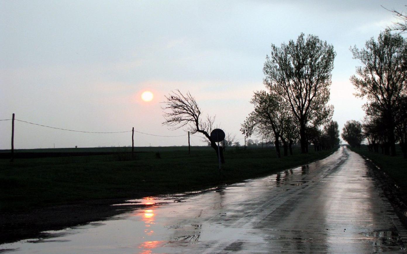 Gambar-Gambar Suasana Hujan Paling Keren