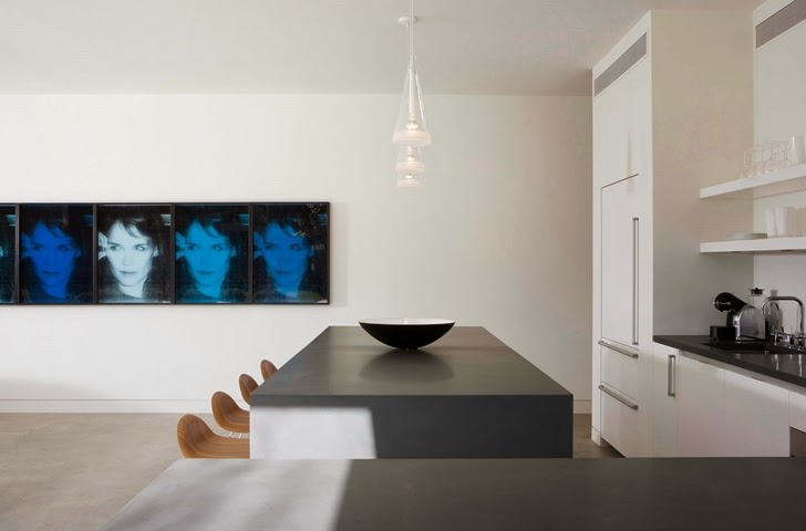 Minimalist kitchen in Beautiful house by Belzberg Architects Group