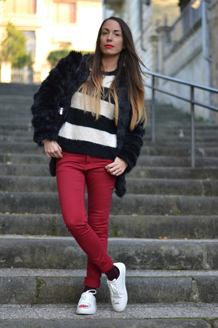 look pantaloni rossi
