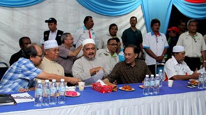 Leftenan Jeneral (B) Datuk Abdul Ghafir Abdul Hamid, yang juga bekas Panglima Angkata Tentera Darat Malaysia, Briged Jeneral Datuk Abdul hadi Abdul Khatab dan Laksamana Pertama (B) Imran Abd Hamid (Laut) dan Brig Jen (B) Datuk Najmi Ahmad (Kagat).