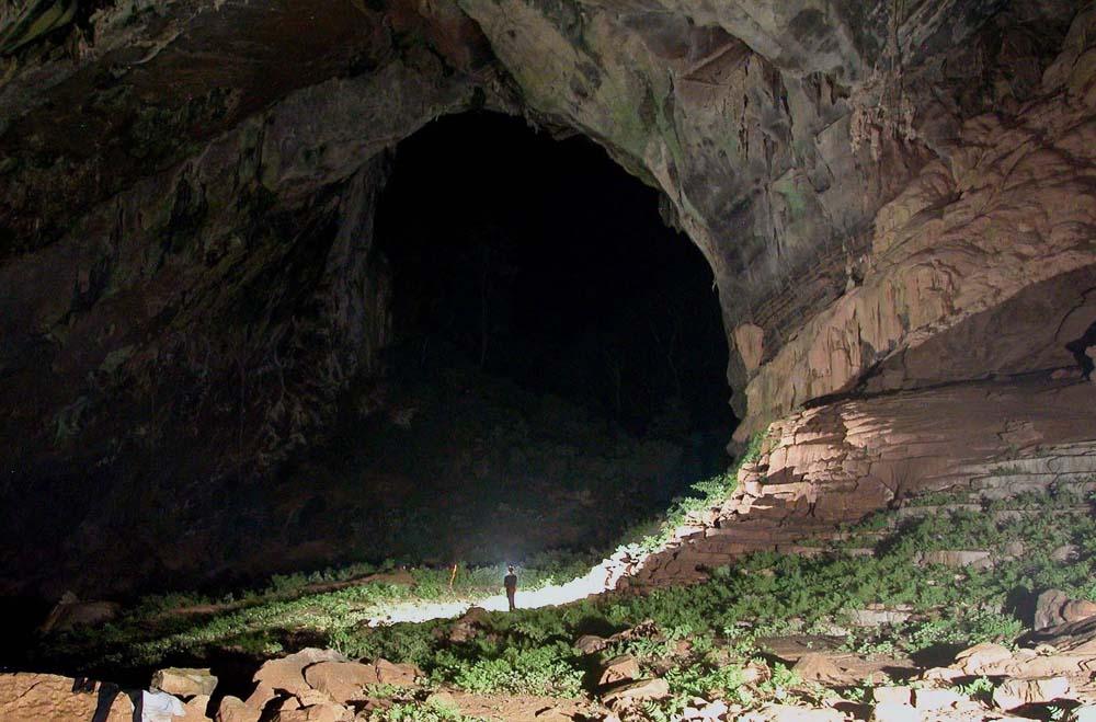 A maior caverna do mundo gigantes do mundo for Planimetrie della caverna dell uomo