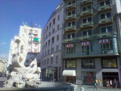 Trieste piazza della borsa tra trieste libera e trieste - Nuova portaerei italiana trieste ...