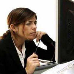 """لمدمني الكمبيوتر: تمارين لعلاج """"إجهاد العين الجلوس لساعات طويلة أمام الكمبيوتر"""
