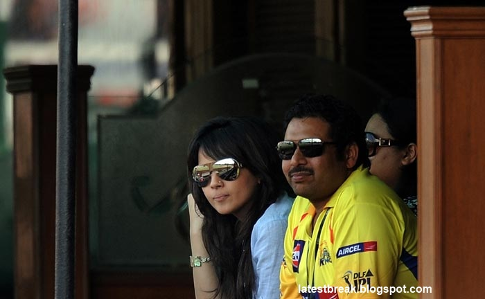 Sakshi Dhoni Wife of MS Dhoni in IPL   Photographs  Sonakshi supporting Chennai Super Kings wallpapers