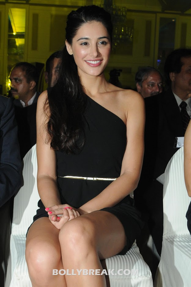 Nargis Fakhri HD Photo Black Dress 1980X1600 - Nargis Fakhri HD Pics - Free Download