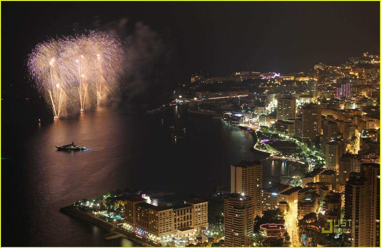 http://3.bp.blogspot.com/-HvIlhD-3UPI/ThATZMC7GTI/AAAAAAAAK3E/XCc9kzaDyc8/s1600/prince-albert-princess-charlene-wedding-dinner-fireworks-10.jpg