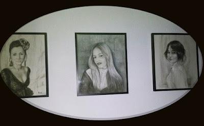 Retrato mujer carboncillo pintora Rudi.