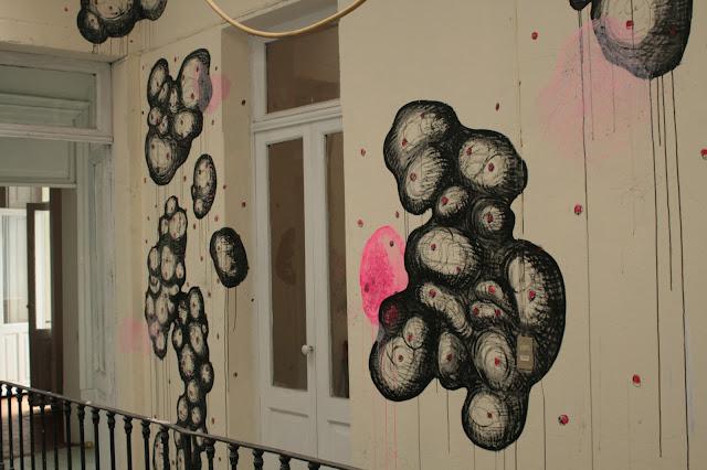 [Opis]   Presentación de proyecto mural y obra procesal reciente producida en México durante los últimos tres meses por artista polaco-mexicano Wiktor Kosciuszko.