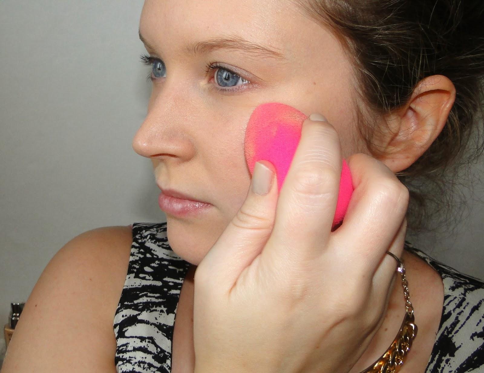 Cosmétique, Maquillage, Nude, Naturel, Fond de teint liquide, lumière, application, Beauty Blender, Pink