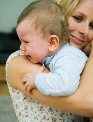 Hasil gambar untuk ibu memeluk anak yang menangis