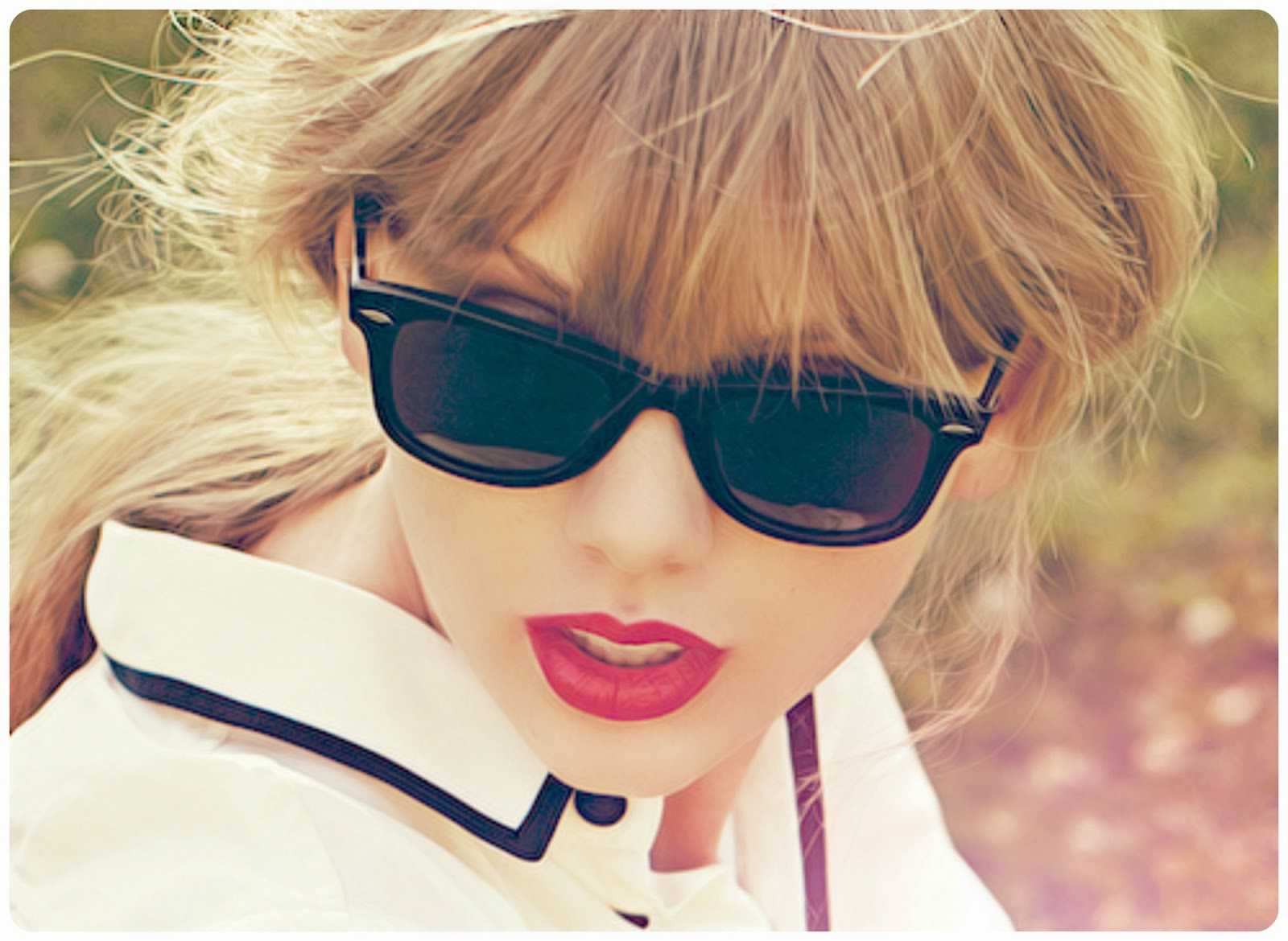 Taylor Swift - red lips, fringe Ray-Ban