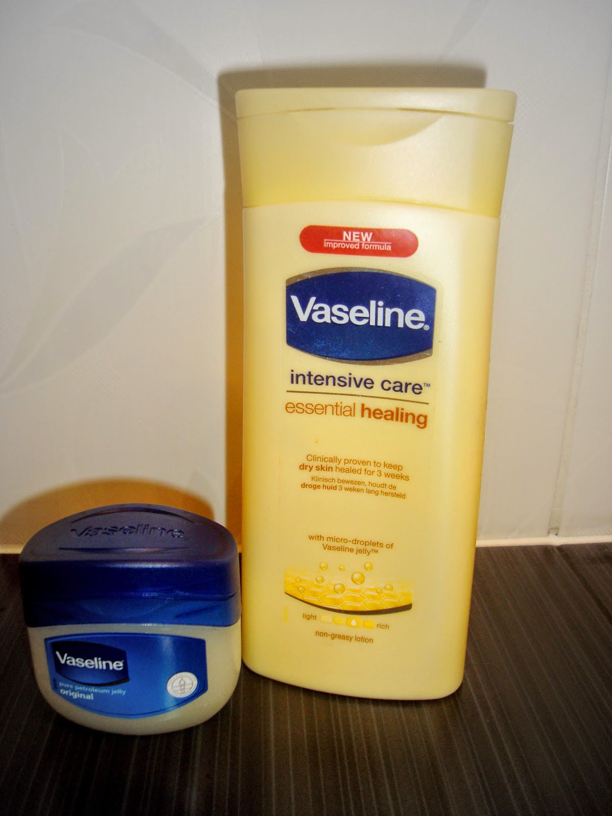 Vaseline - Pure petroleum jelly + Intensive care essential healing