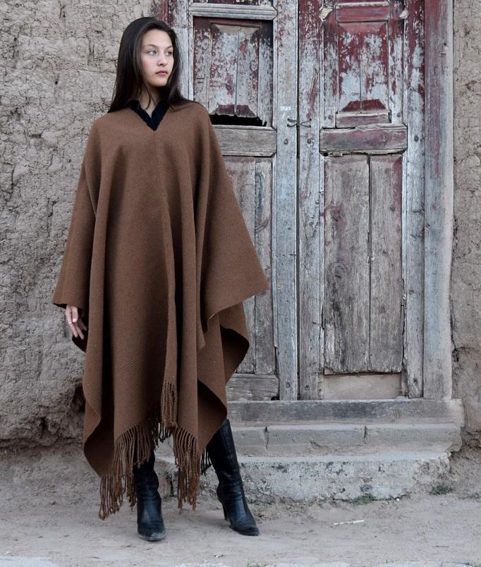 "Poncho de llama Nº 017 ""Familia Avar Saracho"" $ 6600.- en stock"