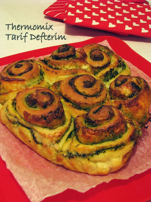 Rose Bread with Pesto and Cheese