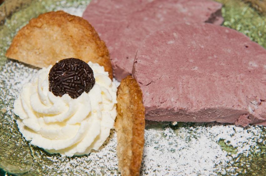Holunderpatfait mit Hafertalern im Landhaus Blumengarten, Herbst Dessert