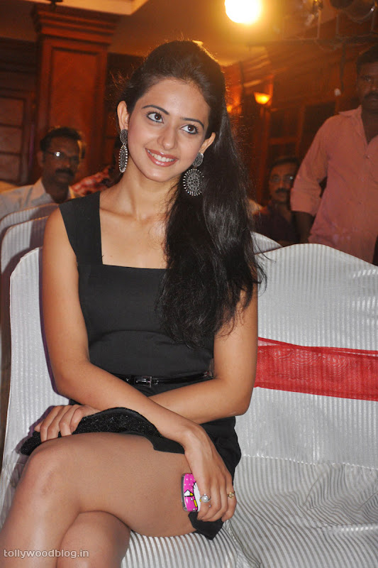 Keratam Actress Rakul Preet Sign Photos cleavage