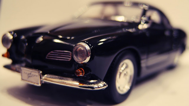 Miniature macro vintage car HD Wallpaper