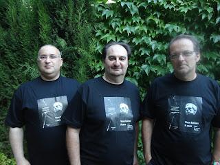 Gabriel de la S.T. Sampol, Joan Manuel Pérez i Pinya i Miquel Àngel Llauger, del consell de redacció de Veus baixes, en la presentació del número 0 a Can Alcover, a Palma, el 31 de maig de 2012