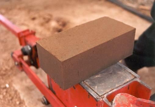 Ladrillos de suelo cemento mampuesto tradicional en base for Cemento inyectado suelo