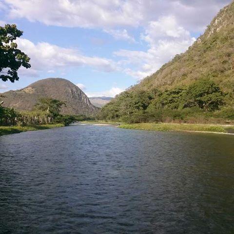 Un chapuzón en el río medio en Bohechío