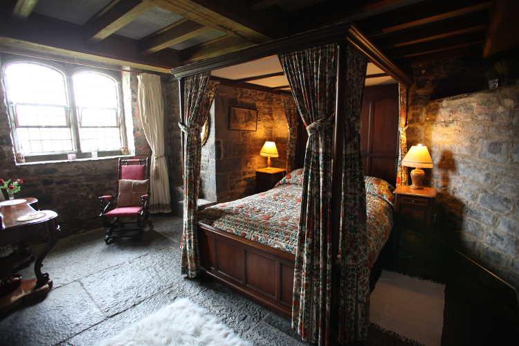 The Romantic Beauty Of Irish Castles!   PAINT THE WALL
