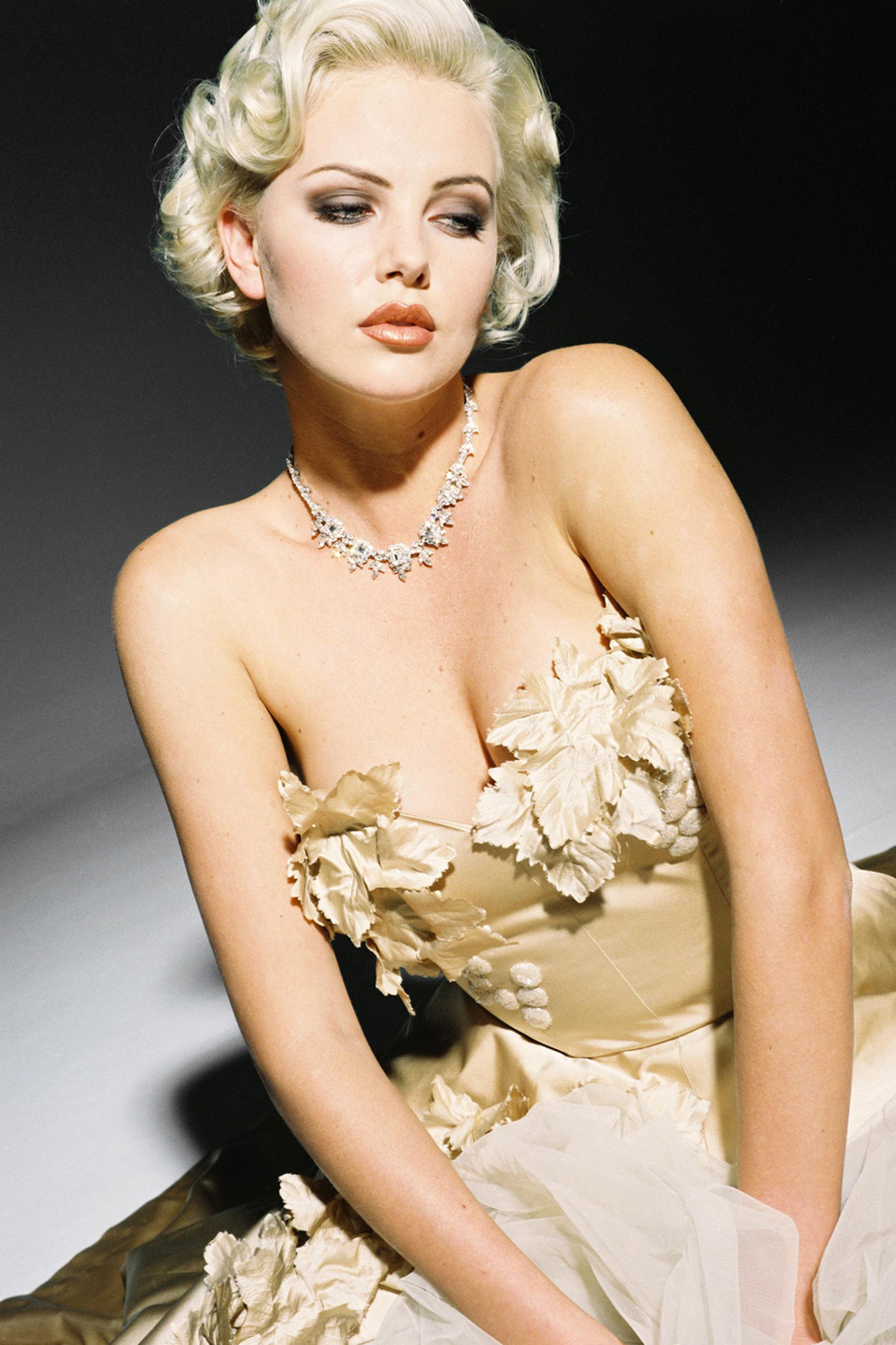 Charlize Theron Hot Pictures | Charlize Theron Wallpapers Charlize Theron