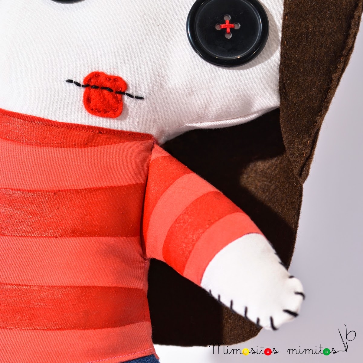muñeco personalizado customized stuffed toy muñeco hecho a mano handmade craft editorial ediciones babylon