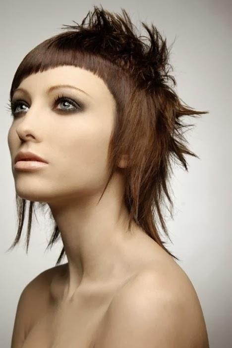 ideales para mujeres que no temen experimentar con las tendencias de pelo ms originales el estilo punk vuelvemuy renovadomezclando mechas y colores para