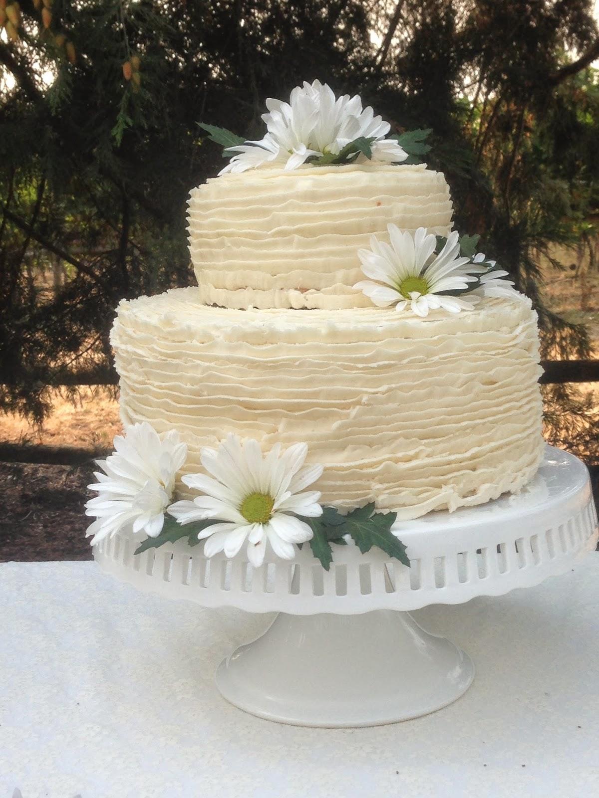 Vintage Wedding Cake - Elise\'s Sweet Creations