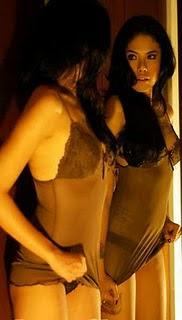 nah ini yg terbaru! photo Topless nya Nikita Mirza..