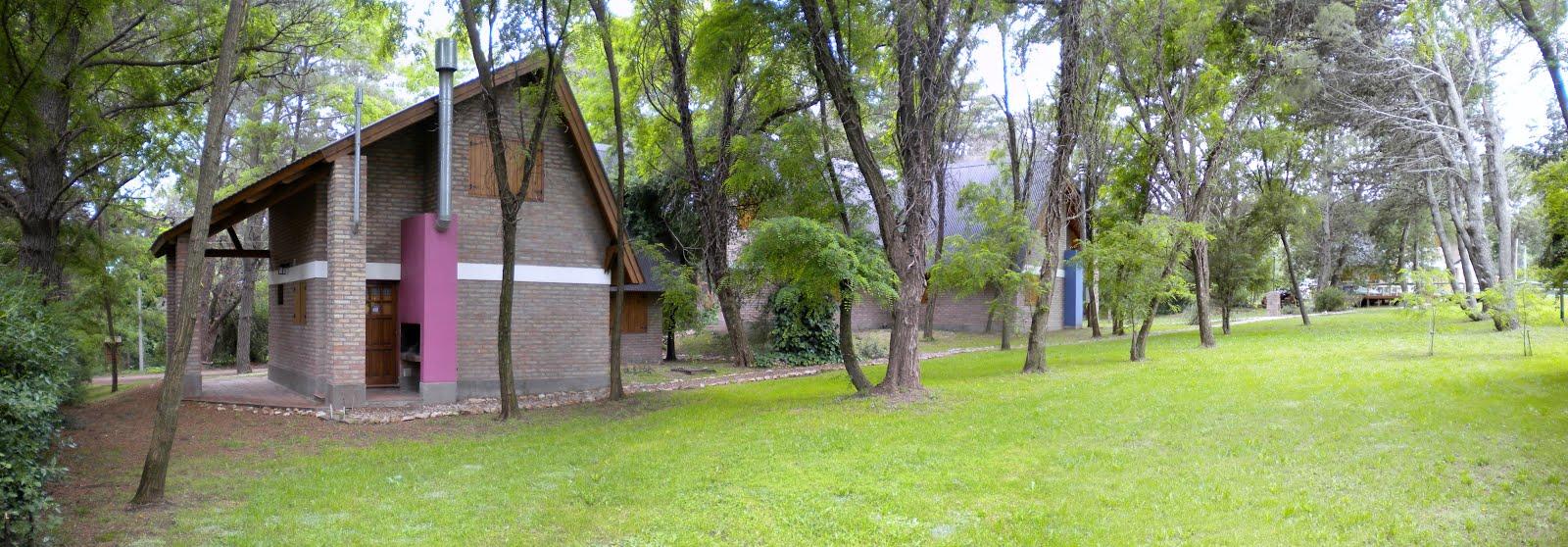 Las cabañas desde el parque