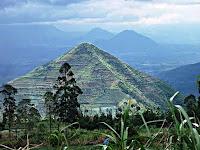 gunung sadahurip,tempat piramida terbenam