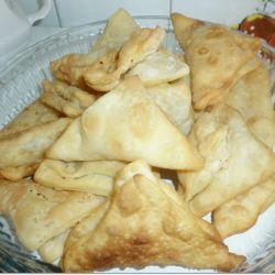 Emine Beder Lor Peynirli Puf Böreği Tarifi